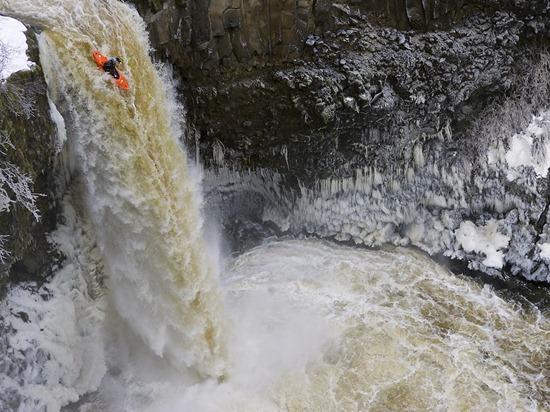 Kayaker, Outlet Falls