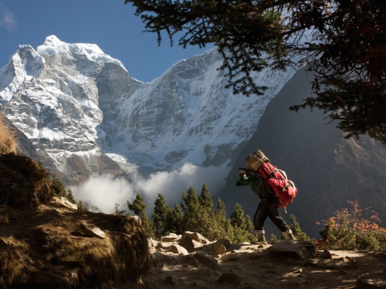 Nepal. Sherpa carries the luggage in the vicinity of the Tengboche Monastery.