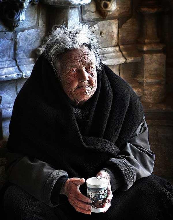 Old-Beggar-by-Maciej-Ciezki