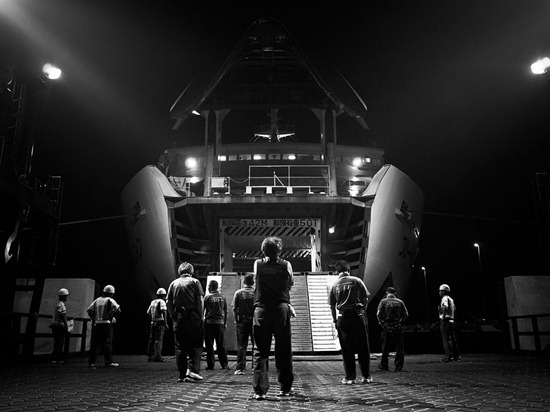 ferry-workers-japan-photo-of-the-day-natgeo
