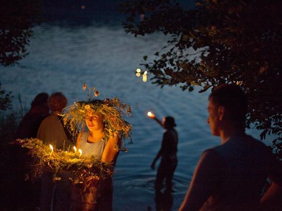midsummer-night-bendiksen-photo-of-the-day-natgeo