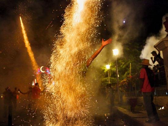 parrandas-fireworks-pellegrin-photo-of-the-day-natgeo