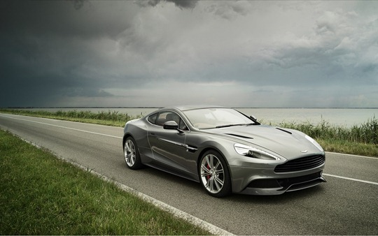 2013-aston-martin-vanquish-widescreen-desktop-wallpaper