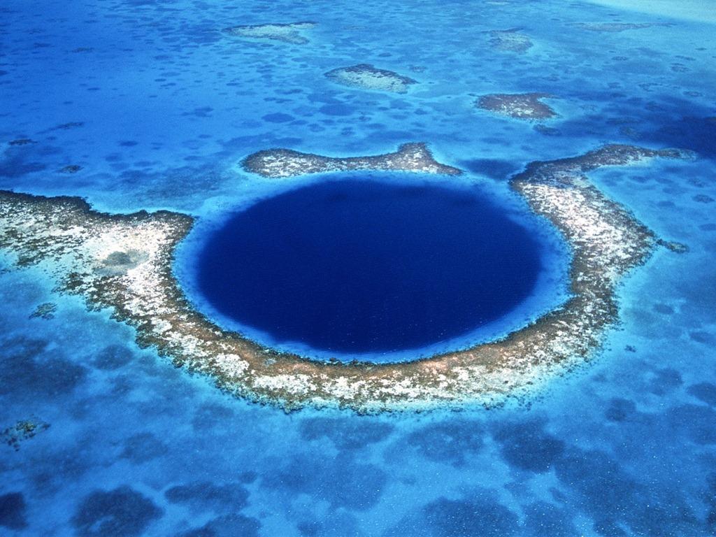 GREAT-BLUE-HOLE-Image-1.jpg
